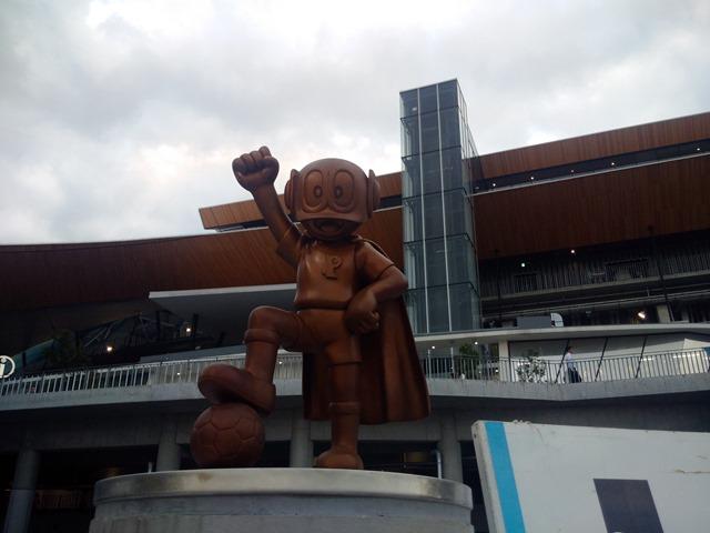 等々力陸上競技場パーマン銅像藤子・F・不二雄