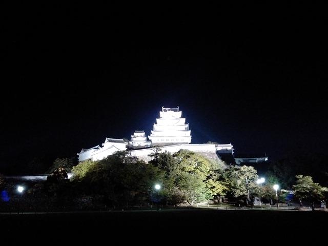 夜の姫路城ライトアップ照明思ったより安全