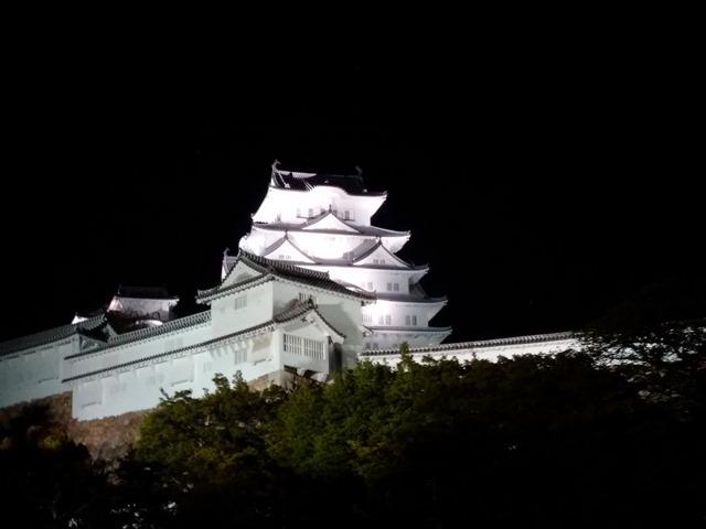 夜の姫路城かっこいい