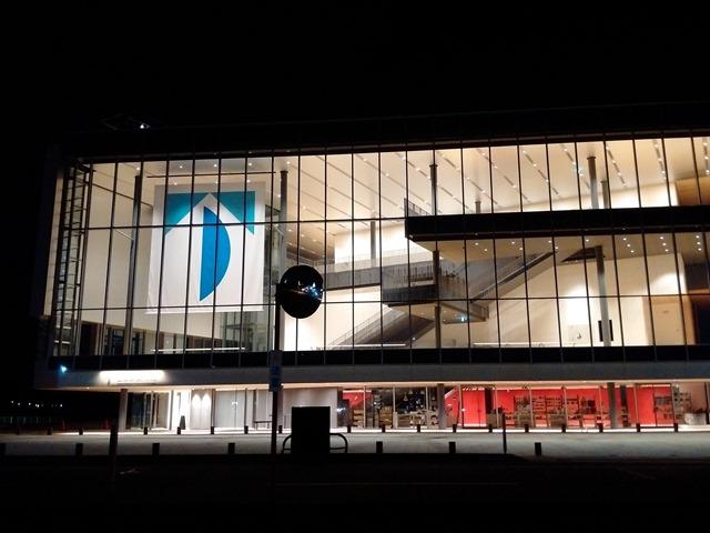 夜富山県美術館オノマトペの屋上