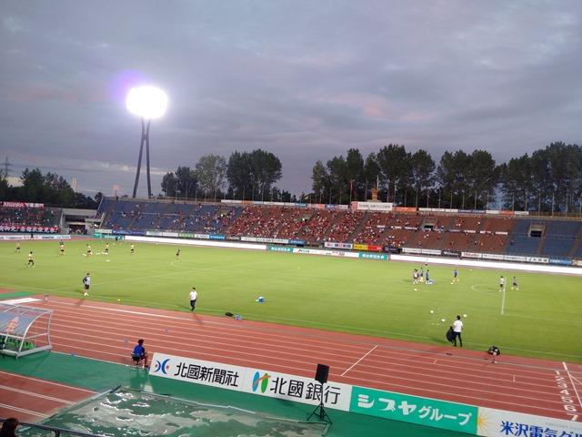 石川県西部緑地公園陸上競技場ツエーゲン金沢感想雨