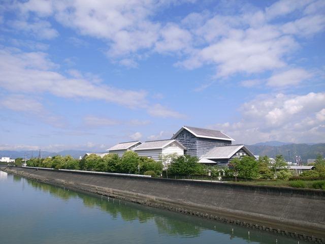 高知県立美術館感想川橋