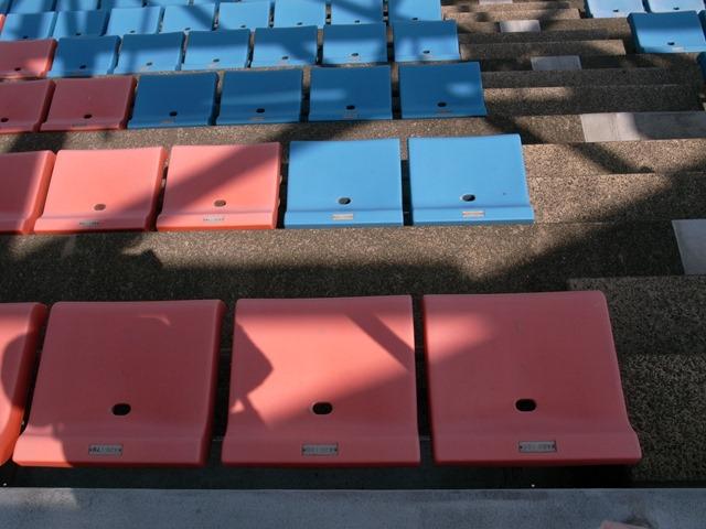 とりぎんバードスタジアム席の形椅子