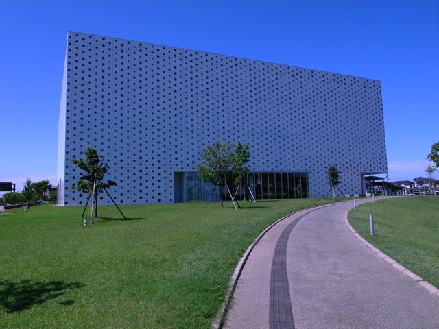 金沢海みらい図書館感想