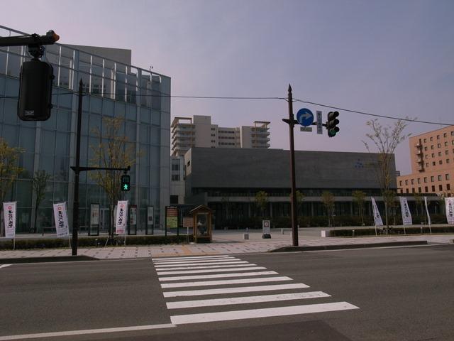秋田市信号機美術館前