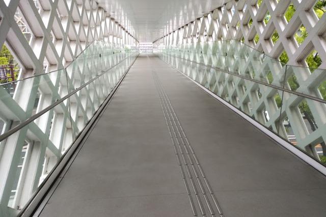 大分県立美術館歩道橋