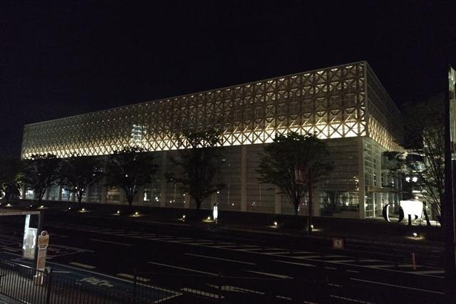 大分県立美術館夜