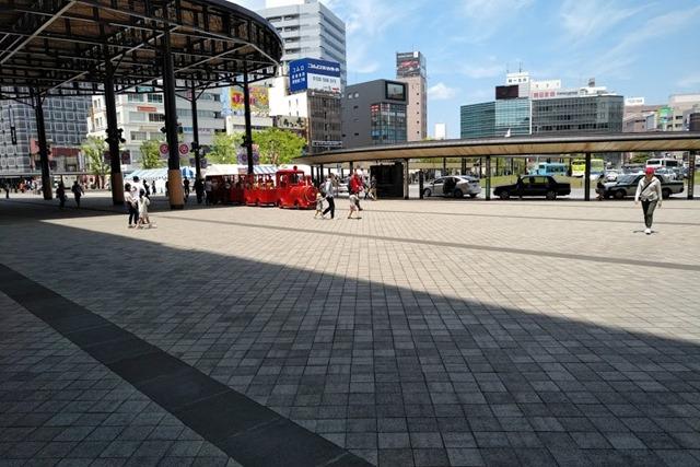 大分駅赤い汽車