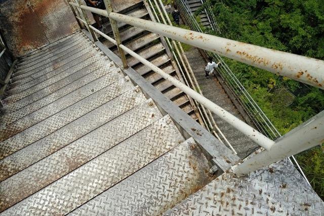夢の吊り橋階段