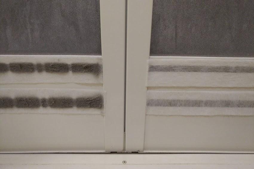 お風呂のドアのホコリ