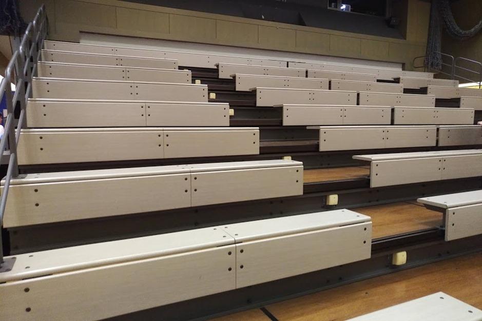 ヴァーチャルスタジアム後方可動階段椅子