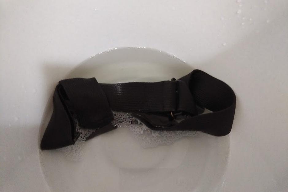 ショルダー紐洗う