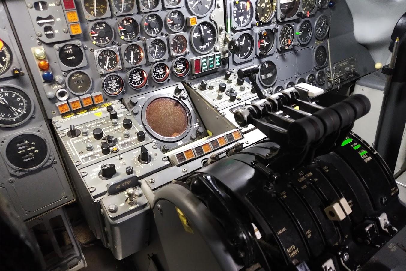 DC-8フライトシュミレーター