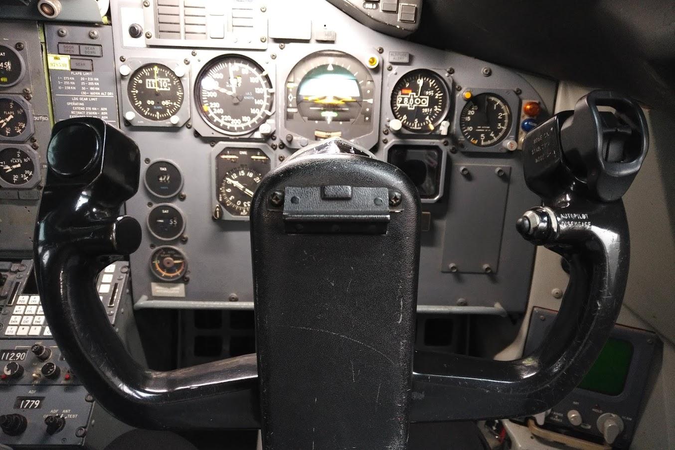ボーイング747操縦席